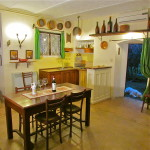 TAVERNETTA: living room with kitchenette